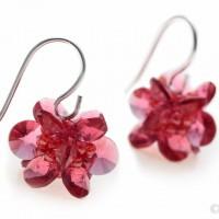 Produktová fotografie - růžové náušnice z XILION přívěsků Swarovski Elements (© Jan Jirouš)