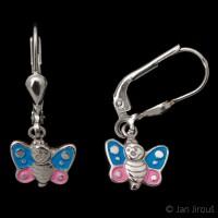 Produktová fotografie - stříbrné dětské náušnice s motýlkem, AG925 (© Jan Jirouš)