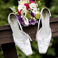 Svatební inspirace - detail svatebních střevíčků (© Jan Jirouš)