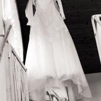 Svatební šaty a boty (© Jan Jirouš)