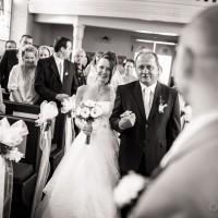 Tatínek přivádí nevěstu - kostel sv. Josefa v Loučné (© Jan Jirouš)