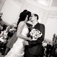 První novomanželský polibek v kapli na Valdštejně (© Jan Jirouš)