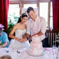 Nakrojení svatebního dortu (© Jan Jirouš)
