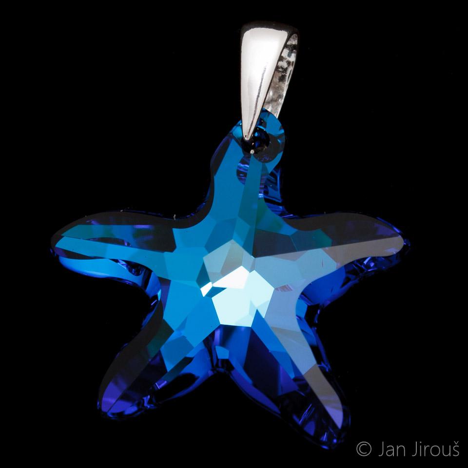 Produktová fotografie - stříbrná šlupna (AG925) na skleněném přívěsku Swarovski Elements (© Jan Jirouš)