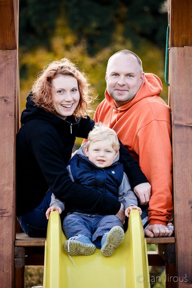 Rodinná fotka na zahradě
