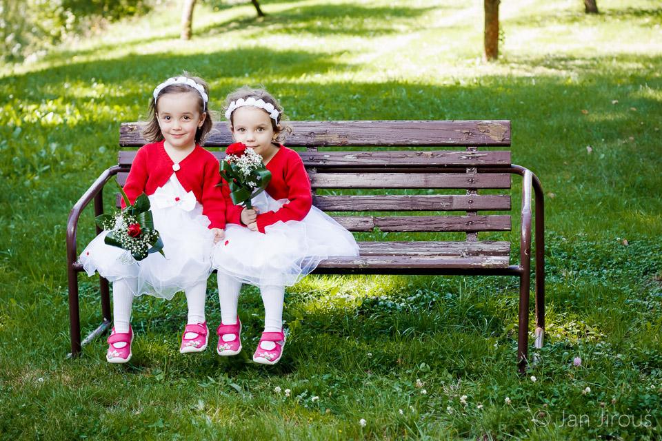 Krásné malé družičky, Obecní úřad Hrubá skála (© Jan Jirouš)