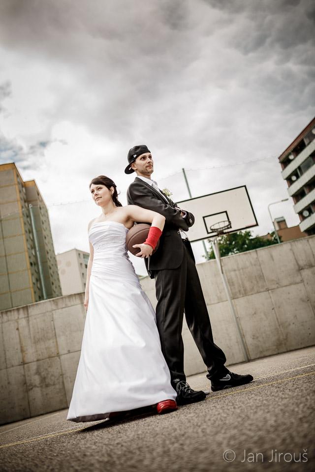 Netradiční svatební fotografie - basketball (© Jan Jirouš)