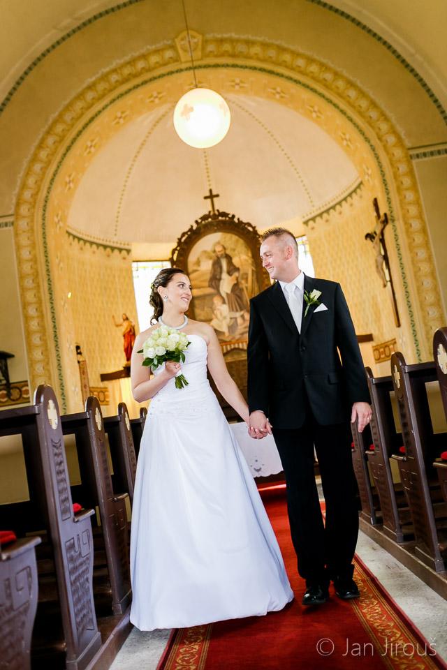 Svatební obřad v Kostele sv. Josefa v Loučné (© Jan Jirouš)