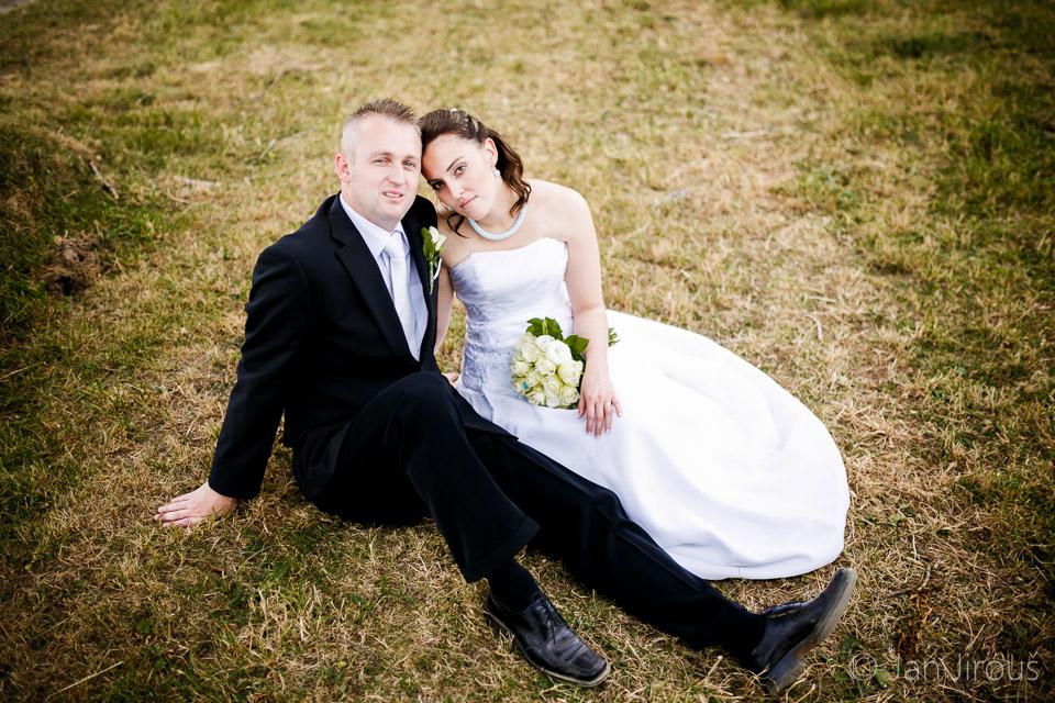 Svatební inspirace, portrét ženicha a nevěsty (© Jan Jirouš)